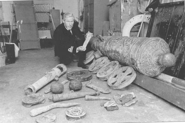 Bill Saunby, Reciever of Wreck with the first finds from the Association in 1967. (Photo Paul Armiger)