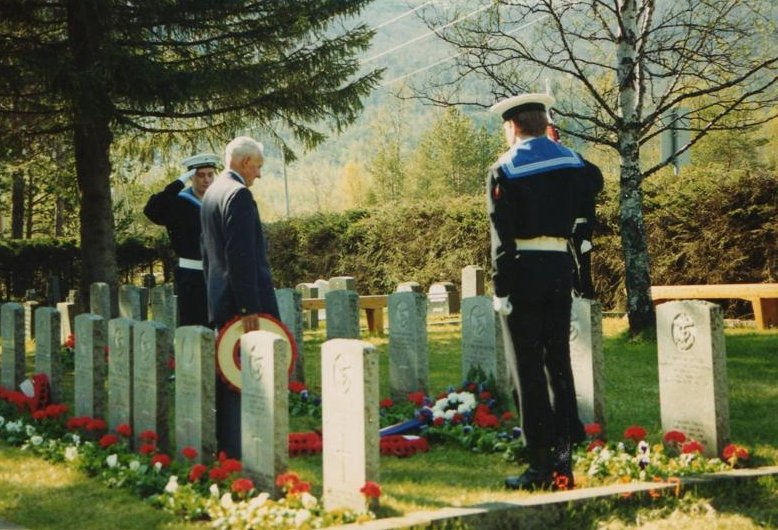 Cyril Cope at the graves of the men of Hardy and Hunter at Ballangen Cemetery, May. Photo Ron.Cope.