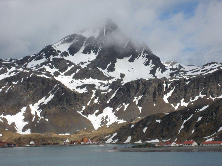 Gritviken, nestling at the foot of the mountains.