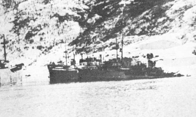 Wilhelm Heidkamp slowly sinking.