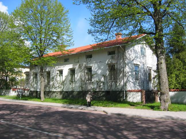 Gustav Erricson's house and gates.