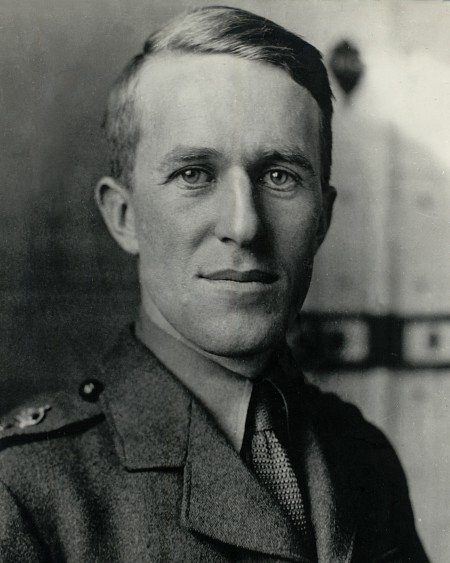 Lawrence in British Army Uniform,1915