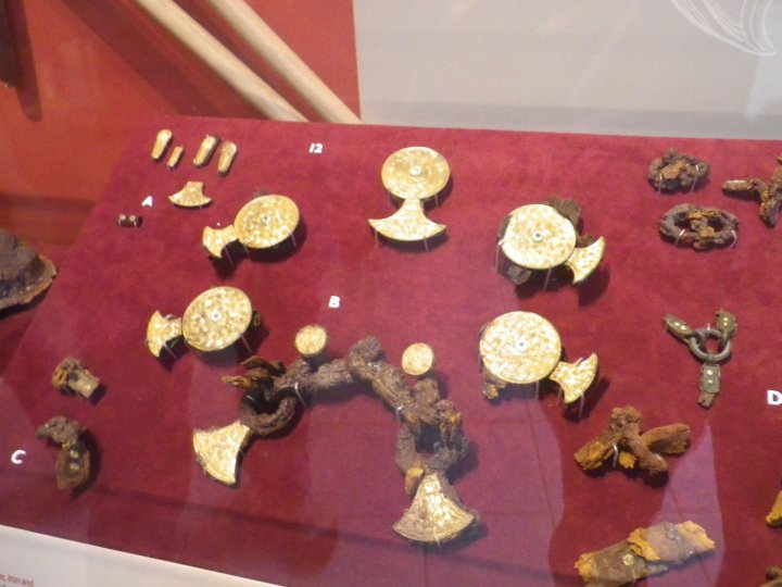 More wonderfull jewelry in the hoard.
