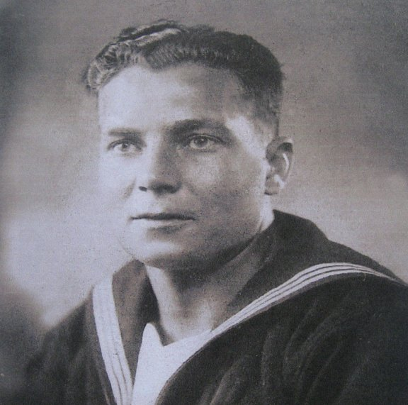 'Fred' Ward as a young gunner aged 25 years.
